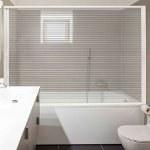 Mampara enrollable de bañera con lámina transparente