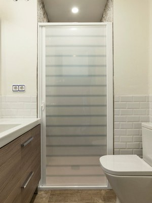 Mampara ducha blanca líneas