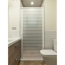 Rollaway screen-shower. Extensible 90-150 cm width. White aluminium. White PET door with lines. CE marking.